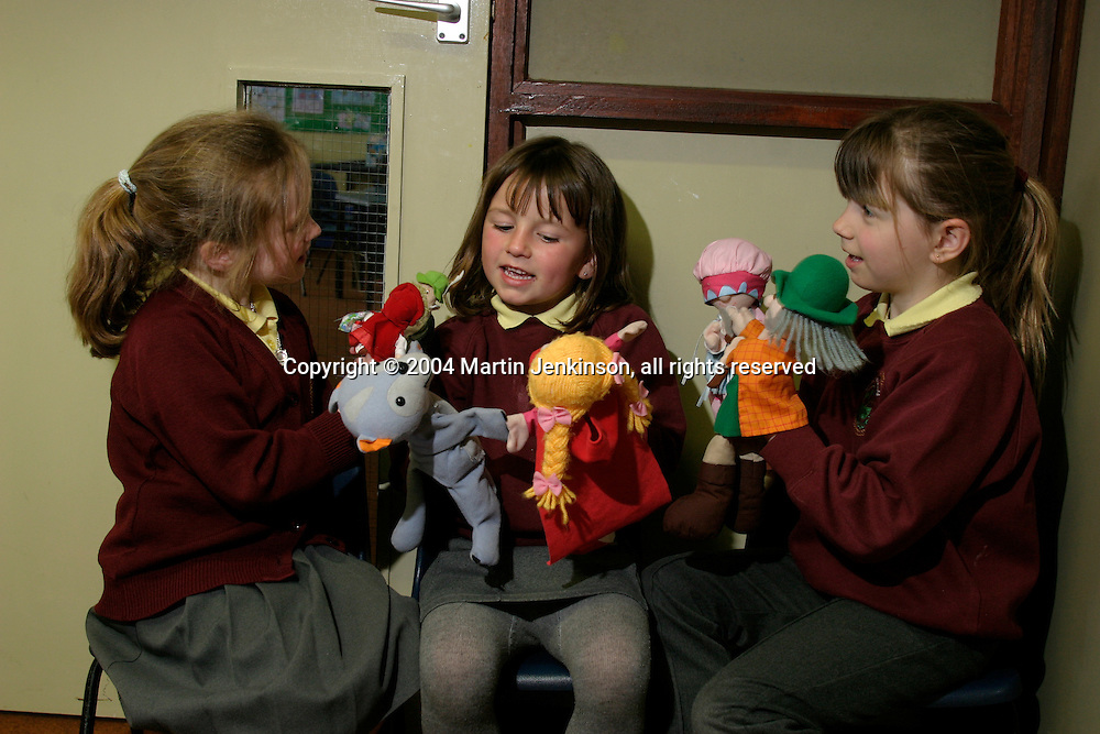 Year one class learning through play, Ysgol Gynradd Amlwch, Anglesey....© Martin Jenkinson, tel 0114 258 6808 mobile 07831 189363 email martin@pressphotos.co.uk. Copyright Designs & Patents Act 1988, moral rights asserted credit required. No part of this photo to be stored, reproduced, manipulated or transmitted to third parties by any means without prior written permission