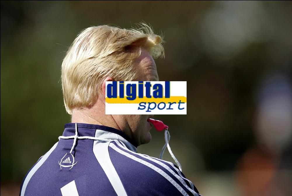 Fotball<br /> Trening Ajax<br /> Amsterdam<br /> 9. september 2004<br /> Foto: Digitalsport<br /> NORWAY ONLY<br /> RONALD KOEMAN