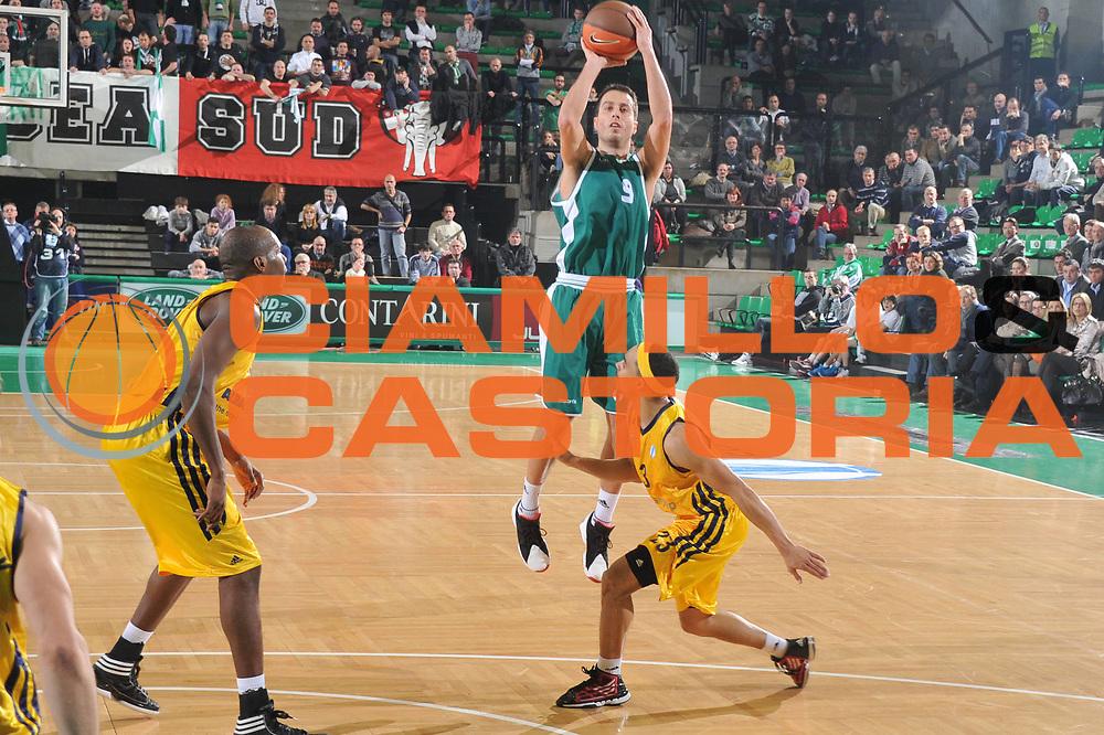 DESCRIZIONE : Treviso Lega A 2011-12 Eurocup Last 16 Benetton Treviso Alba Berlin<br /> GIOCATORE : massimo bulleri<br /> CATEGORIA :  tiro<br /> SQUADRA : Benetton Treviso Alba Berlin<br /> EVENTO : Campionato Lega A 2011-2012 <br /> GARA : Benetton Treviso Alba Berlin<br /> DATA : 17/01/2012<br /> SPORT : Pallacanestro <br /> AUTORE : Agenzia Ciamillo-Castoria/M.Gregolin<br /> Galleria : Lega Basket A 2010-2011 <br /> Fotonotizia : Treviso Lega A 2011-12 Eurocup Last 16 Benetton Treviso Alba Berlin<br /> Predefinita :