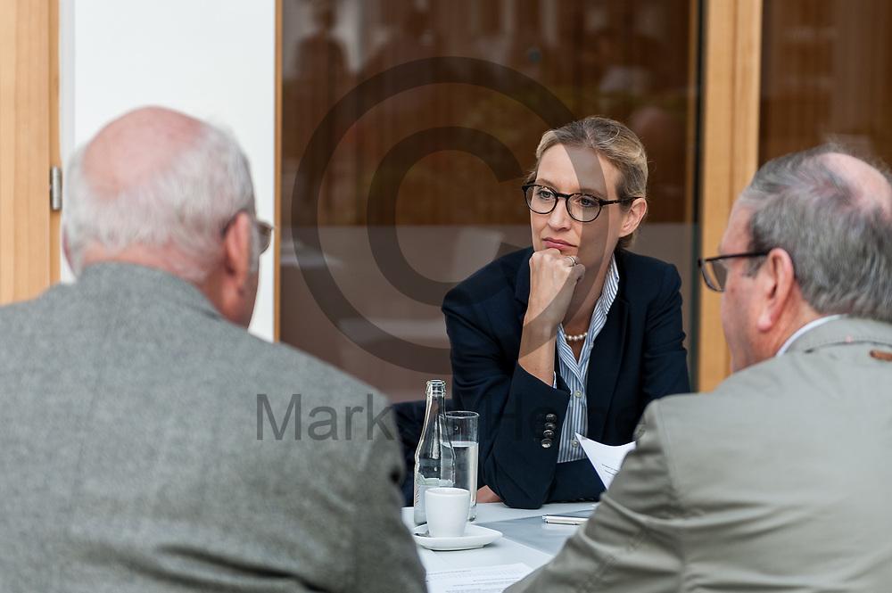 Deutschland, Berlin - 04.09.2017<br /> <br /> Die Spitzenkandidatin der AfD Alice Weidel unterh&auml;lt sich vor der Pressekonferenz mit Afd Politikern. Die AfD (Alternative f&uuml;r Deutschland) stellt auf der Pressekonferenz unter dem Thema &quot;Irrweg beenden - Umwelt sch&uuml;tzen&quot; ihr Konzept f&uuml;r die Energiewende und Diesel vor.<br /> <br /> Germany, Berlin - 04.09.2017<br /> <br /> The top candidate of the AfD Alice Weidel is talking to Afd politicians before the press conference. The AfD (alternative for Germany) will be presenting its concept for the power generation and diesel engines at the press conference entitled &quot;Ending Irrigation - Protecting the Environment&quot;.<br /> <br />  Foto: Markus Heine<br /> <br /> ------------------------------<br /> <br /> Ver&ouml;ffentlichung nur mit Fotografennennung, sowie gegen Honorar und Belegexemplar.<br /> <br /> Bankverbindung:<br /> IBAN: DE65660908000004437497<br /> BIC CODE: GENODE61BBB<br /> Badische Beamten Bank Karlsruhe<br /> <br /> USt-IdNr: DE291853306<br /> <br /> Please note:<br /> All rights reserved! Don't publish without copyright!<br /> <br /> Stand: 09.2017<br /> <br /> ------------------------------