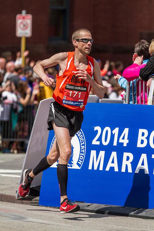 2014 Boston Marathon: turn onto Boylston Street with quarter mile to go,