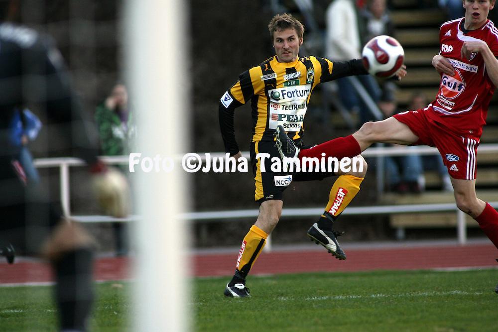 27.04.2007, Vuosaari, Helsinki, Finland..Veikkausliiga 2007 - Finnish League 2007.FC Viikingit - FC Honka.Peke Huuhtanen - Honka.©Juha Tamminen.....ARK:k