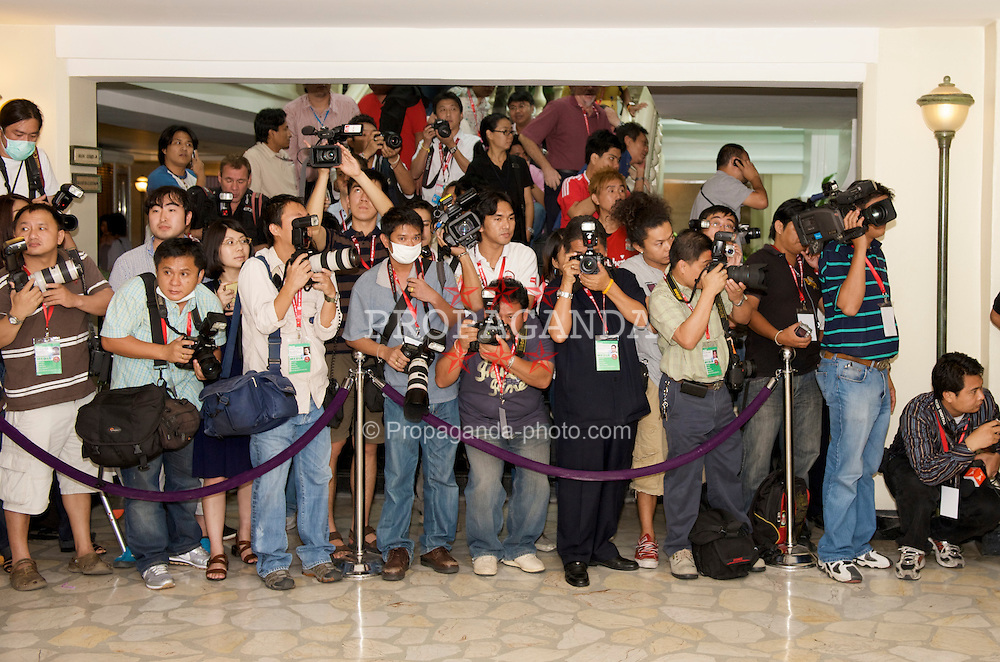 BANGKOK, THAILAND - Monday, July 20, 2009: Local Thai media turn out in force for the arrival of Liverpool Football Club at the Grant Hyatt Erawan Hotel as the team start their preseason tour of Asia. (Pic by David Rawcliffe/Propaganda)