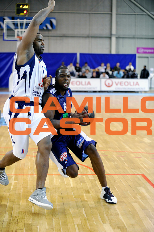 DESCRIZIONE : Championnat de France Pro B Salle Mangin Nantes<br /> GIOCATORE : Amadi McKenzie<br /> SQUADRA : Boulazac<br /> EVENTO : Pro B 2 journee<br /> GARA : Nantes Boulazac<br /> DATA : 14/10/2011<br /> CATEGORIA : Basketball France Homme Pro B<br /> SPORT : Basketball<br /> AUTORE : JF Molliere<br /> Galleria : France Basket 2011-2012 Action<br /> Fotonotizia : Championnat de France Basket Pro B Nantes Boulazac Journee 2<br /> Predefinita :