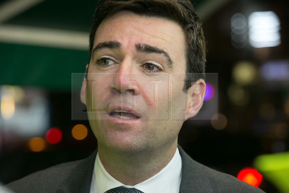 © Licensed to London News Pictures. 03/11/2015. Alum Rock, Birmingham, UK. Shadow Home Secretary ANDY BURNHAM visiting Alum Rock in Birmingham to launch the Labour Policy on Policing. Shadow Home Secretary ANDY BURNHAM. Photo credit : Dave Warren/LNP