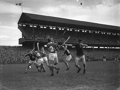 Neg No: .A801/4571-4583...1958AIMHCF.07.09.1958, 09.07.1958, 7th September 1958,.All Ireland Minor Hurling Championship - Final...Limerick.05-08.Galway.03-10