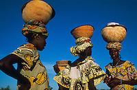 Mali, Djenné, village de Senossa, jeunes femmes Peul // Mali, Djenne, Senossa village, Peul women