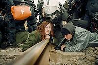 20.03.1998, Germany, Ahaus:<br /> Demonstranten haben ihre Hände mit Gips in einem Rohr unter dem Bahngleis fest verankert und stellen die Polizei bei der Räumung des Bahngleises vor ein technisches Problem, Castor Transport nach Ahaus<br /> IMAGE: 19980320-01/02-21<br />  <br />  <br />  <br /> KEYWORDS: Verhaftung, Festnahme, Demo, Demonstration, Jugend , youth