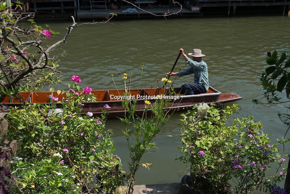 Thailand. Damnoen Saduak Floating . canals, Klongs. Village on the water/ Village lacustre