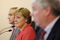 06 SEP 2005, BERLIN/GERMANY:<br /> Angela Merkel (L), CDU Bundesvorsitzende und CDU/CSU Spitzenkandidatin, und Michael Sommer (R), DGB Vorsitzender, waehrend einer Pressekonferenz nach einem gemeinsamen Gespraech, DGB-Haus<br /> IMAGE: 20050906-01-020