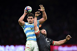 Pablo Matera of Argentina wins the ball at a lineout - Mandatory byline: Patrick Khachfe/JMP - 07966 386802 - 11/11/2017 - RUGBY UNION - Twickenham Stadium - London, England - England v Argentina - Old Mutual Wealth Series International