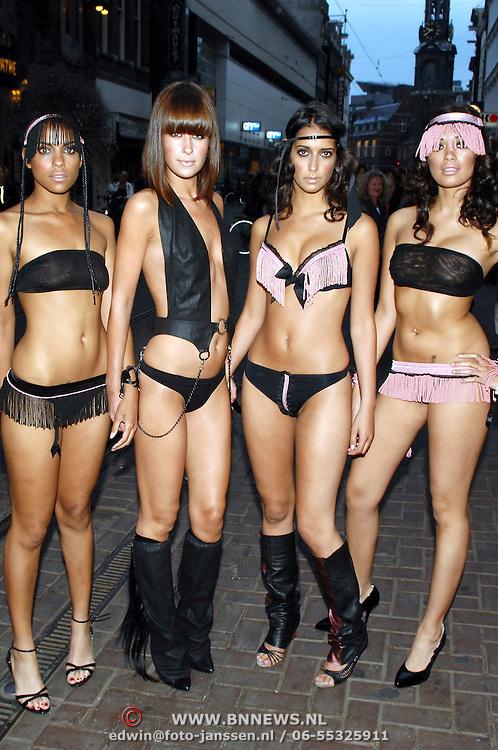 NLD/Amsterdam/20070606 - Opening vernieuwde club Cineac van DJ Tiesto, schaars geklede dames in bikini's