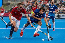 Chris Griffiths of Great Britain Men is tackled by Nicolas Cicileo of Argentina Men during the 2019 Men's FIH Pro League match at Lee Valley Hockey Centre, Stratford<br /> Picture by Simon Parker/Focus Images Ltd <br /> 18/05/2019