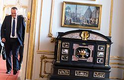 11.07.2017, Präsidentschaftskanzlei, Wien, AUT, ÖFB, Verabschiedung der Damen-Fußballnationalmannschaft, im Bild Bundesminister für Landesverteidigung und Sport Hans Peter Doskozil (SPÖ) // Austrian Minister of Defence and Sport Hans Peter Doskozil during farewell event of the Woman's Team of the Austrian Football Association at the federal presidents office in Vienna, 2017/07/11. EXPA Pictures © 2017 PhotoCredit: EXPA/ Michael Gruber