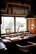 (En) Tokyo, November 2009 - In the house of Japanese writer Akira Yoshimura, near Kichijoji's Inokashira Park.<br /> His office.<br /> <br /> (Fr) Dans la maison de l'&eacute;crivain japonais Akira Yoshimura, pr&egrave;s du parc Inokashira dans le quartier de Kichijoji.<br /> Son bureau.