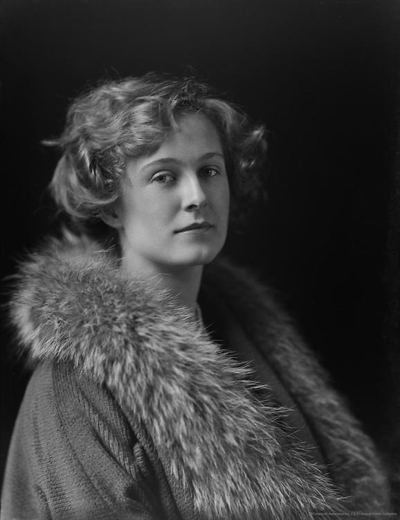 Pauline Chase, actress, England, 1912