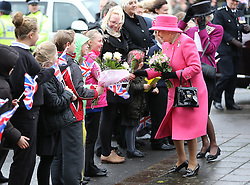 The Queen meets local schoolchildren during a visit to The Gatehouse Centre in Bristol, Thursday, 22nd November 2012  Photo by: Stephen Lock / i-Images