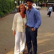 Opening Oesters a/d Brink, Frank Rijkaard en vrouw Monique Olgers