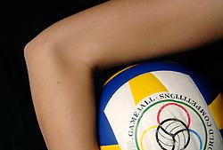 01-02-2007 VOLLEYBAL: SPIEREN EN GEWRICHTEN: LICHTENVOORDE<br /> Medisch gewrichten en spieren die kwetsbaar zijn in de volleybalsport / Elleboog<br /> ©2007-WWW.FOTOHOOGENDOORN.NL