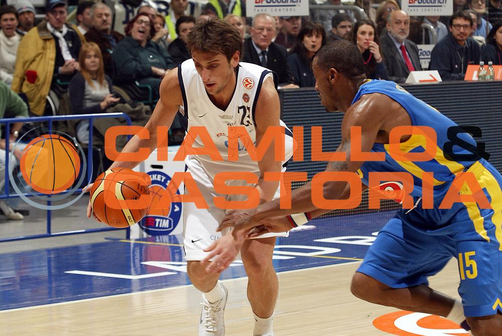DESCRIZIONE : Bologna Eurolega 2005-06 Climamio Fortitudo Bologna Maccabi Tel Aviv <br /> GIOCATORE : Belinelli <br /> SQUADRA : Climamio Fortitudo Bologna <br /> EVENTO : Eurolega 2005-06 <br /> GARA : Climamio Fortitudo Bologna Maccabi Tel Aviv <br /> DATA : 09/03/2006 <br /> CATEGORIA : Palleggio <br /> SPORT : Pallacanestro <br /> AUTORE : Agenzia Ciamillo-Castoria/E.Pozzo
