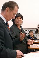 06 FEB 2003, BERLIN/GERMANY:<br /> Prof. Bert Ruerup (L), Professor fuer Volkswirtschaftslehre, und Ulla Schmidt (R), SPD, Bundesgesundheitsministerin, waehrend einer Pressekonferenz nach der ersten Sitzung der Arbeitsgruppe Gesundheit der Ruerup-Kommission, Bundesministerium fuer Gesundheit und Soziale Sicherung<br /> IMAGE: 20030206-01-027<br /> KEYWORDS: Rürup-Kommission, Bert Rürup