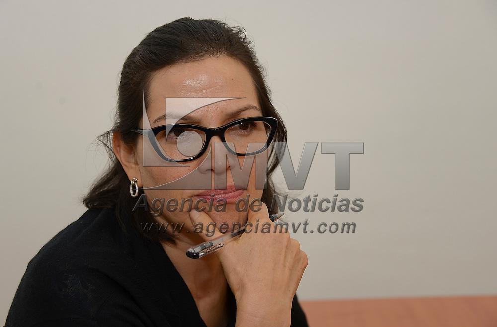 """Toluca, México.- Cecilia Cadena Inostroza, investigadora en Ciencias Políticas y Sociales, advirtió que no es regresando al centralismo como se corregirán los defectos  en el sistema electoral del país, """"sería mejor pensar en el rediseño de los institutos electorales de los estados, antes de desaparecerlos"""". Agencia MVT / Crisanta Espinosa"""
