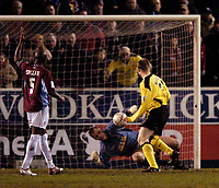Fotball<br /> England 2004/22005<br /> Foto: SBI/Digitalsport<br /> NORWAY ONLY<br /> <br /> Burnley v Liverpool<br /> FA Cup 3rd Round, 18/01/2005.<br /> <br /> In a remarkable sequence, Burnley goalkeeper Brian Jensen denies Liverpool substitute Neil Mellor a second time out of three attempts.