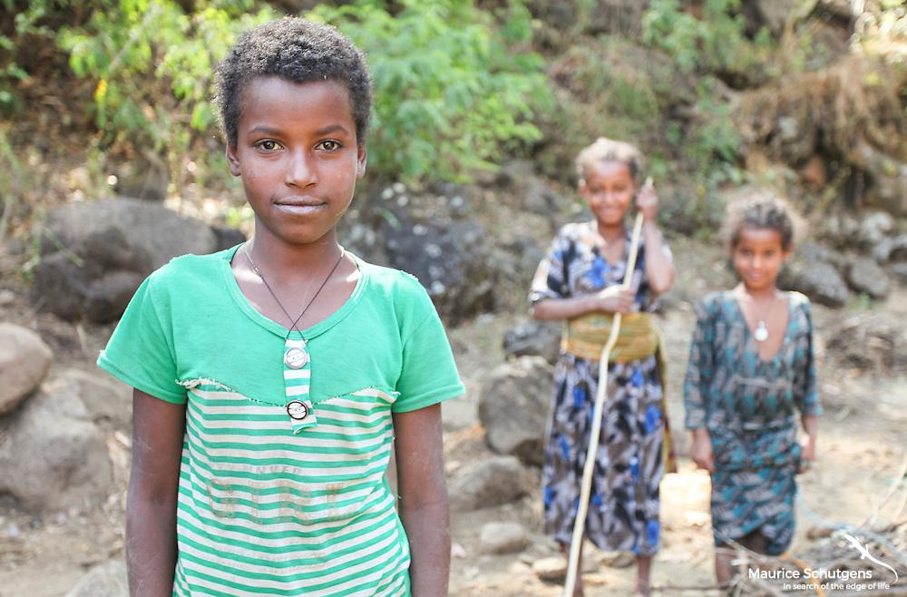 Ethiopian children along the way to Blue Nile Falls, Ethiopia