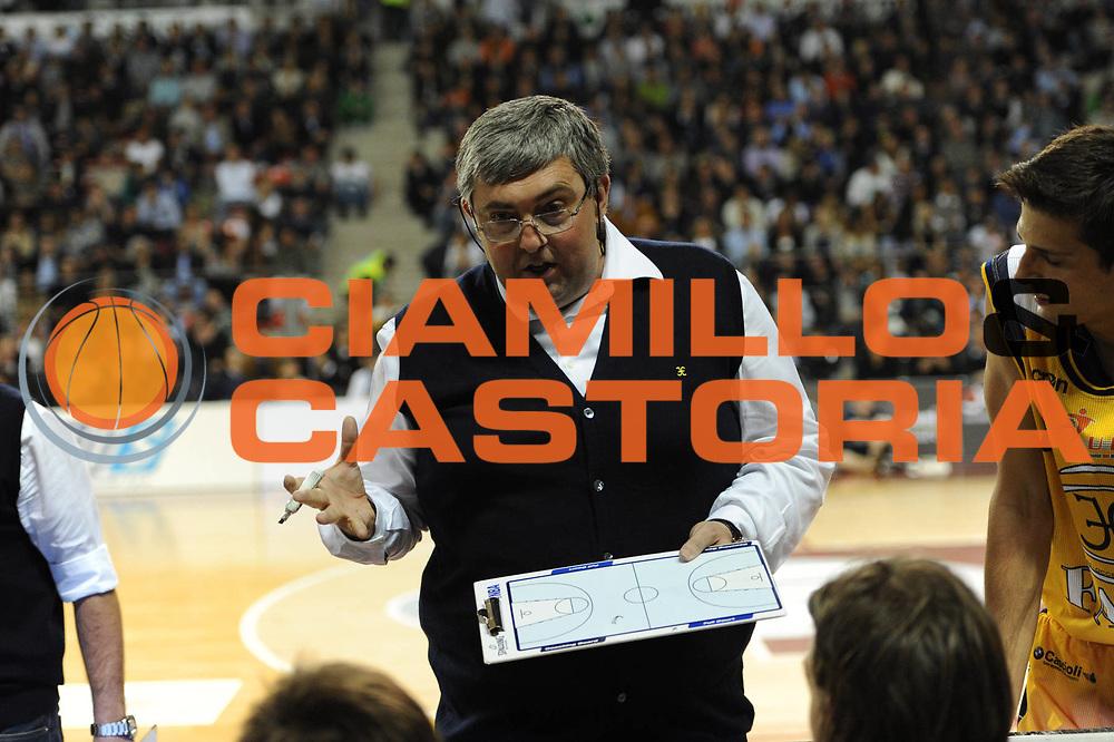 DESCRIZIONE : Ancona Lega A 2010-11 Fabi Shoes Montegranaro Scavolini Siviglia Pesaro <br /> GIOCATORE : Stefano Pillastrini<br /> SQUADRA : Fabi Shoes Montegranaro<br /> EVENTO : Campionato Lega A 2010-2011<br /> GARA : Fabi Shoes Montegranaro Scavolini Siviglia Pesaro<br /> DATA : 16/04/2011<br /> CATEGORIA : coach timeout<br /> SPORT : Pallacanestro<br /> AUTORE : Agenzia Ciamillo-Castoria/C.De Massis<br /> Galleria : Lega Basket A 2010-2011<br /> Fotonotizia : Ancona Lega A 2010-11 Fabi Shoes Montegranaro Scavolini Siviglia Pesaro<br /> Predefinita :