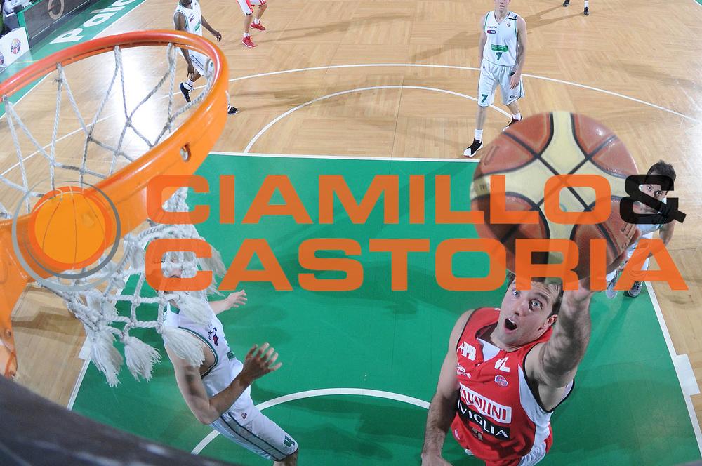 DESCRIZIONE : Treviso Lega A 2011-12 Benetton Basket Treviso Scavolini Siviglia Pesaro<br /> GIOCATORE : daniele cavaliero<br /> CATEGORIA :  tiro super special<br /> SQUADRA : Benetton Basket Treviso Scavolini Siviglia Pesaro<br /> EVENTO : Campionato Lega A 2011-2012<br /> GARA : Benetton Basket Treviso Scavolini Siviglia Pesaro<br /> DATA : 07/03/2012<br /> SPORT : Pallacanestro<br /> AUTORE : Agenzia Ciamillo-Castoria/M.Gregolin<br /> Galleria : Lega Basket A 2011-2012<br /> Fotonotizia :  Treviso Lega A 2011-12 Benetton Basket Treviso Scavolini Siviglia Pesaro<br /> Predefinita :