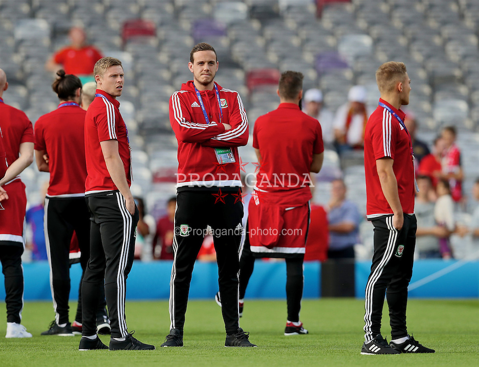 TOULOUSE, FRANCE - Monday, June 20, 2016: Wales' Simon Church and goalkeeper Daniel Ward inspect the pitch before the final Group B UEFA Euro 2016 Championship match against Russia at Stadium de Toulouse. (Pic by David Rawcliffe/Propaganda)