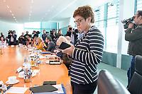 18 SEP 2019, BERLIN/GERMANY:<br /> Anette Kramp-Karrenbauer, CDU, Bundesverteidigungsministerin, vor Beginn der Kabinettsitzung, Bundeskanzleramt<br /> IMAGE: 20190918-01-017<br /> KEYWORDS: Sitzung, Kabinett