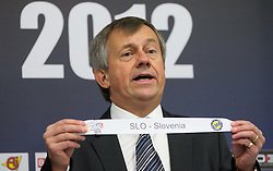 Michael Wiederer, EHF Secretary General with team Slovenia during the draw for the 2013 Men's World Championship in Spain (11 to 27 January 2013) at 10th EHF European Handball Championship Serbia 2012, on January 29, 2012 in Beogradska Arena, Belgrade, Serbia.  (Photo By Vid Ponikvar / Sportida.com)