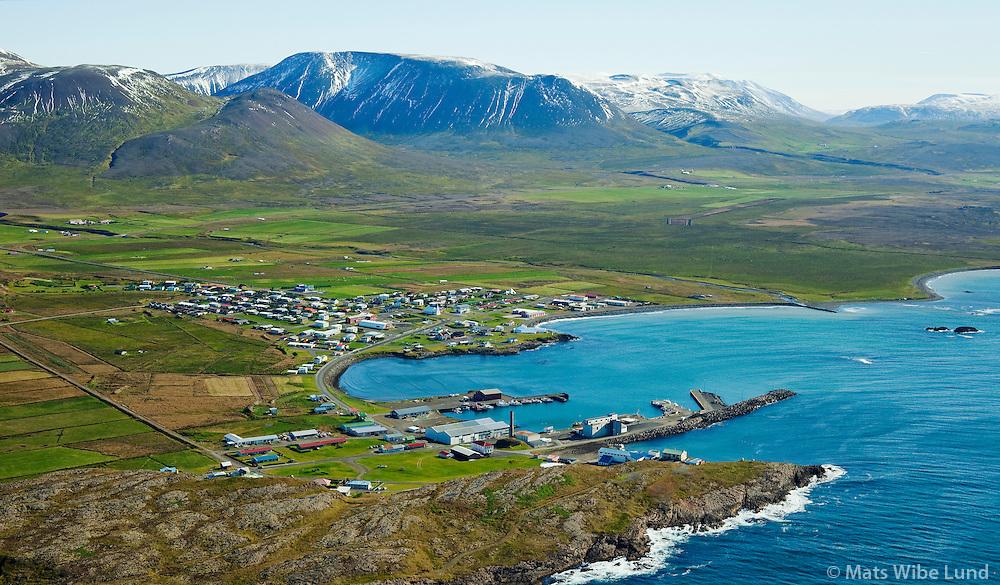 Skagaströnd séð til suðausturs /  Skagastrond viewing southeast.