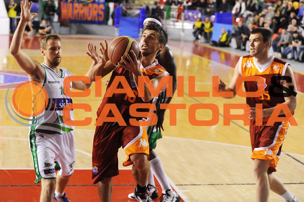 DESCRIZIONE : Roma Lega A 2011-12 Acea Virtus Roma Sidigas Avellino<br /> GIOCATORE : Nemanja Gordic<br /> CATEGORIA : tiro penetrazione<br /> SQUADRA : Acea Virtus Roma<br /> EVENTO : Campionato Lega A 2011-2012<br /> GARA : Acea Virtus Roma Sidigas Avellino<br /> DATA : 18/12/2011<br /> SPORT : Pallacanestro<br /> AUTORE : Agenzia Ciamillo-Castoria/GiulioCiamillo<br /> Galleria : Lega Basket A 2011-2012<br /> Fotonotizia : Roma Lega A 2011-12 Acea Virtus Roma Sidigas Avellino<br /> Predefinita :