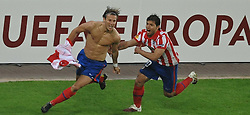 12.05.2010, Hamburg Arena, Hamburg, GER, UEFA Europa League Finale, Atletico Madrid vs Fulham FC im Bild Diego Forlan (Madrid #07) schiesst das entscheidende 2-1 fuer Madrid vorbei an Mark Schwarzer (Fulham #01) und jubelt mit Sergio Aguero (Madrid #10) .EXPA Pictures © 2010, PhotoCredit: EXPA/ nph/  Witke / SPORTIDA PHOTO AGENCY