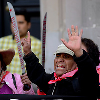"""Toluca, México.-  El activista Ignacio del Valle se unio a diversas Organizaciones Civiles que clausuraron de forma simbólica la Cámara de Diputados del Estado de México y se manifestaron en contra de la Ley para regular el Uso de la Fuerza Pública o """"Ley Atenco"""".  Agencia MVT / Crisanta Espinosa"""