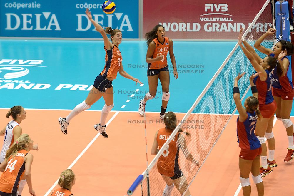 08-08-2014 NED: FIVB Grand Prix Nederland - Puerto Rico, Doetinchem<br /> Aanval Anne Buijs
