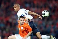 Fotball , 10. juli 2009 , VM-kvalifisering<br /> Nederland - Norge 2-0<br /> <br /> John Carew , Norge og Andre Ooijer , Nederland<br /> Netherlands - Norway<br /> WC-Qual.