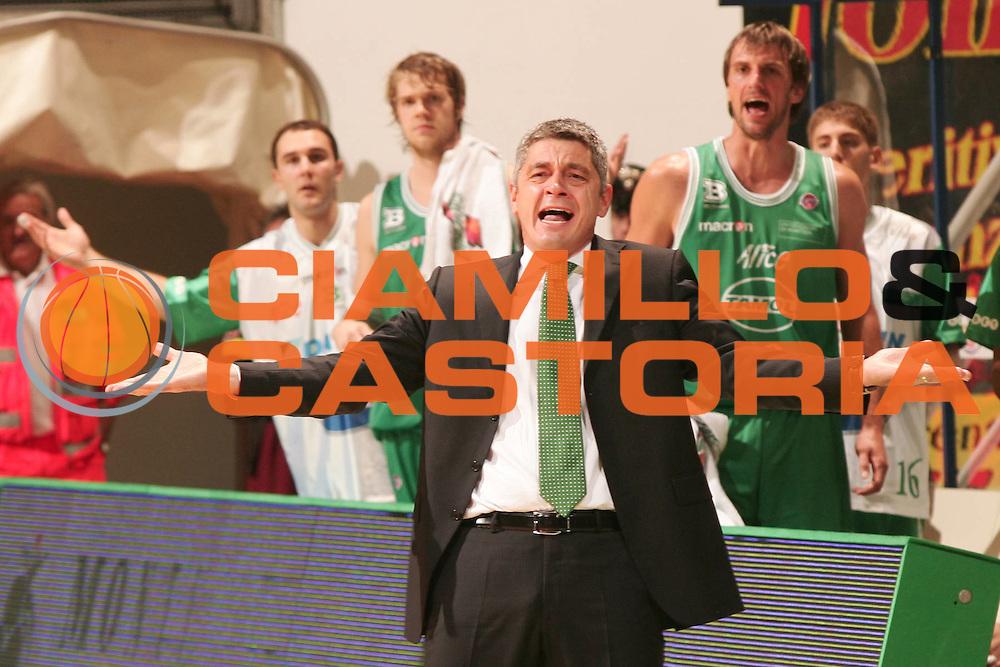 DESCRIZIONE : Siena Lega A1 2008-09 Montepaschi Siena Benetton Treviso<br /> GIOCATORE : Oktay Mahmuti<br /> SQUADRA : Benetton Treviso<br /> EVENTO : Campionato Lega A1 2008-2009 <br /> GARA : Montepaschi Siena Benetton Treviso<br /> DATA : 19/10/2008<br /> CATEGORIA : ritratto delusione<br /> SPORT : Pallacanestro <br /> AUTORE : Agenzia Ciamillo-Castoria/P.Lazzeroni<br /> Galleria : Lega Basket A1 2008-2009 <br /> Fotonotizia : Siena Campionato Italiano Lega A1 2008-2009 Montepaschi Siena Benetton Treviso <br /> Predefinita :