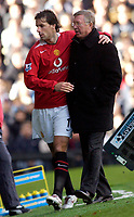 Photo: Daniel Hambury.<br />Fulham v Manchester United. The Barclays Premiership. 01/10/2005.<br />Manchester Utd's manager Sir Alex Ferguson with double goal scorer, Ruud van Nistelrooy.