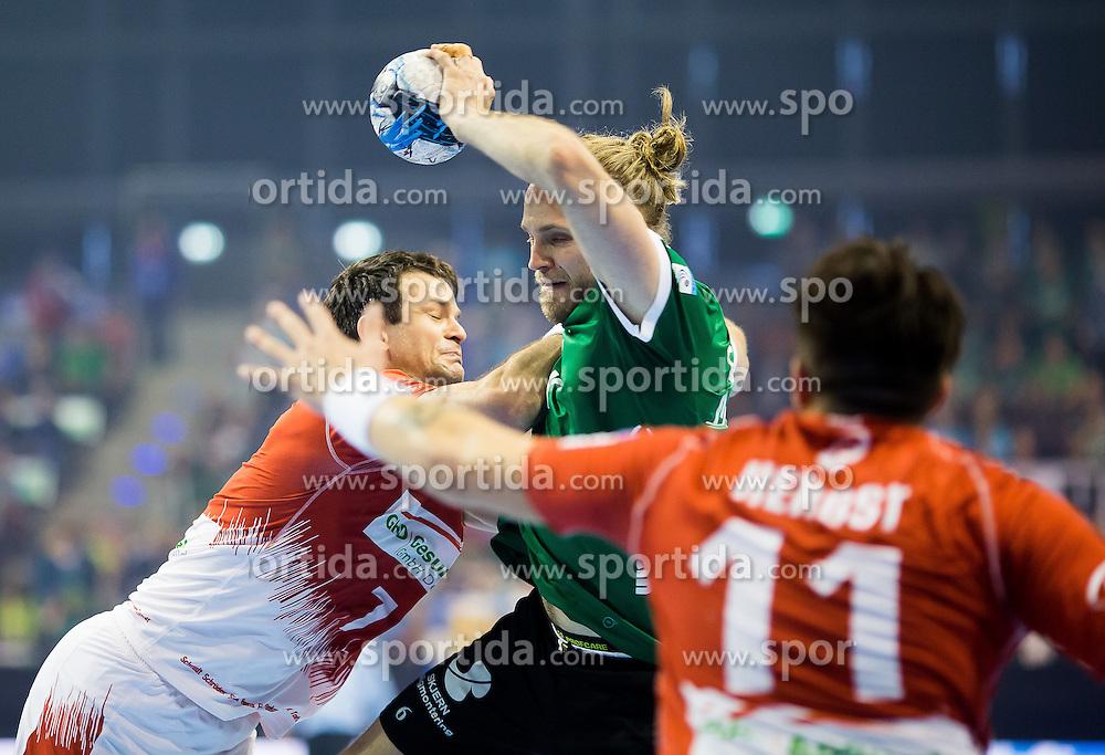 Berlin, Deutschland, 16.05.2015:<br /> Handball EHF Pokal Halbfinale Spiel 1 2014 / 2015 - Skjern Handbold - HSV Hamburg - EHF CUP Finals 2014/15.<br /> <br /> Frederik Borm (Skjern Handbold #5) - Matthias Flohr (HSV #7), Kevin Herbst (HSV #11) *** Local Caption *** &copy; pixathlon