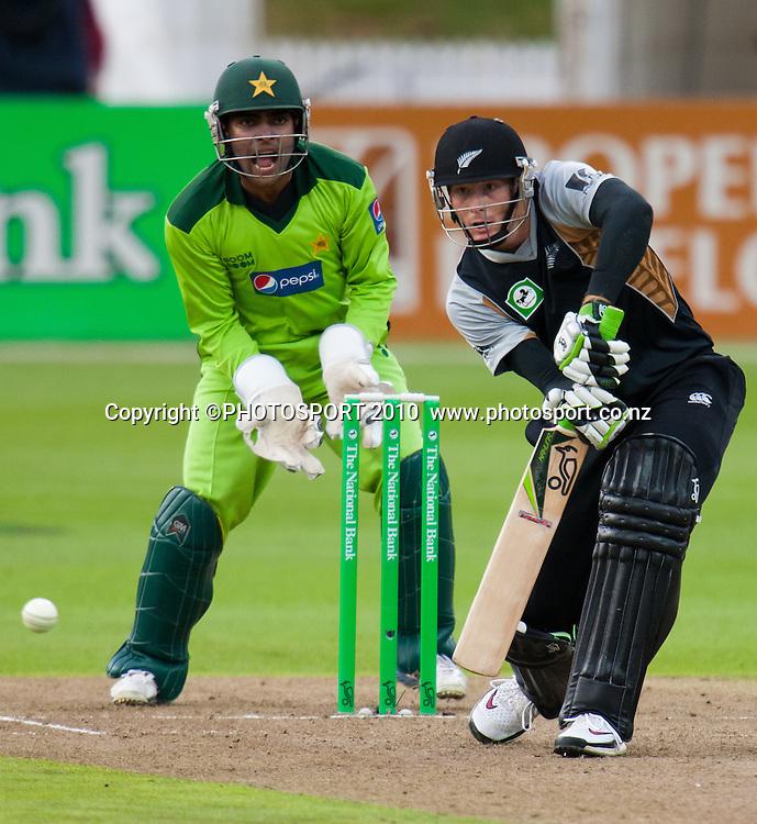 Martin Guptill bats during the New Zealand Black Caps v Pakistan, Match 2. Twenty 20 Cricket match at Seddon Park, Hamilton, New Zealand. Tuesday 28 December 2010. . Photo: Stephen Barker/PHOTOSPORT