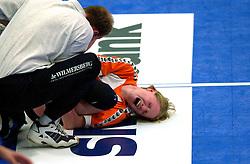 15-04-2001 VOLLEYBAL: ARKE POLLUX - SLIEDRECHT SPORT: DEN BOSCH<br /> Arke Pollux wint de bekerfinale met 3-2 / Ellen Koopman , blessure gebroken enkel medisch item<br /> &copy;2001-WWW.FOTOHOOGENDOORN.NL