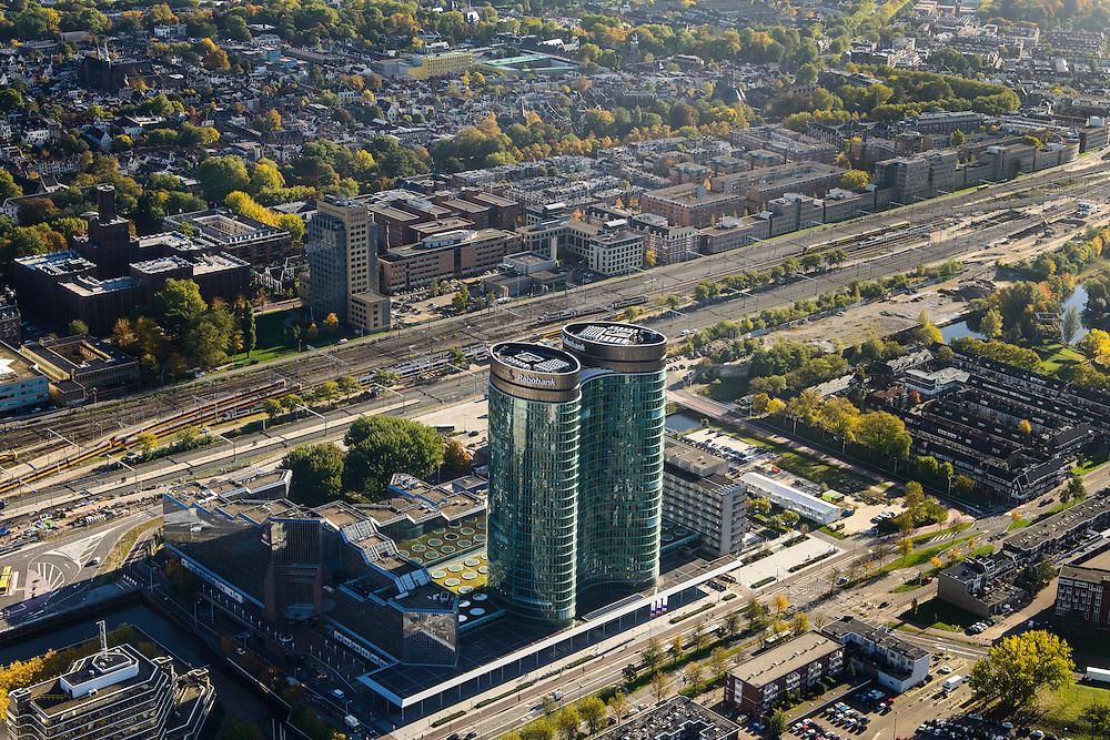 Nederland, Utrecht, Utrecht, 24-10-2013;<br /> Hoofdkantoor van de RABO-bank, de dubbele toren van groen glas, de Rabotoren (architect:  Rob Ligtvoet van Kraaijvanger Urbis), bijnaam de verrekijker bij het Centraal Station en Hoog Catherijne. Zicht op de Binnenstad.<br /> Headquarters of the Rabobank, the double tower of green glass, the Rabotoren (architect:  Rob Ligtvoet of Kraaijvanger Urbis), nicknamed the binoculars.  View on central station, shopping center Hoog Catharijne and town centre.<br /> luchtfoto (toeslag op standaard tarieven);<br /> aerial photo (additional fee required);<br /> copyright foto/photo Siebe Swart.