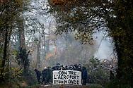 © Benjamin Girette / IP3 PRESS : le 23 Novembre 2012 - les forces de police affrontent les occupants de la ZAD (sur l'image) lors d'une  operation d'evacuation  - Dans la ZAD (Zone a Defendre) - Territoire prévu pour le projet d'aeroport - a proximité de Notre Dame des Landes.