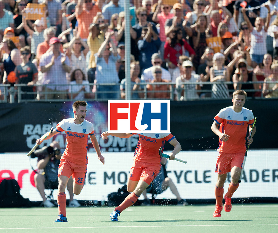 BREDA - Rabobank Hockey Champions Trophy<br /> The Netherlands - India<br /> Photo: Thierry Brinkman celebrating the equaliser w/ Jorrit Croon and Thijs van Dam.<br /> COPYRIGHT WORLDSPORTPICS FRANK UIJLENBROEK