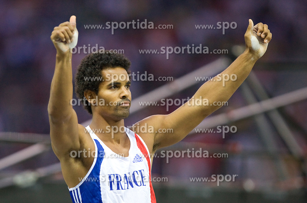 France's Damiel Dossévi reacts as he competes during the men's pole vault final of the 2009 IAAF Athletics World Championships on August 22, 2009 in Berlin. (Photo by Vid Ponikvar / Sportida)