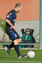 08.01.2011, IC Santai-Sportpark, Belek, TUR, SV Werder Bremen, vs MSV Duisburg im Bild  waehrend ie Sportler ihren Job nachgehen , vergnuegen und sonnen sich die Fans - Feature   EXPA Pictures © 2011, PhotoCredit: EXPA/ nph/  Kokenge       ****** out of GER / SWE / CRO ******