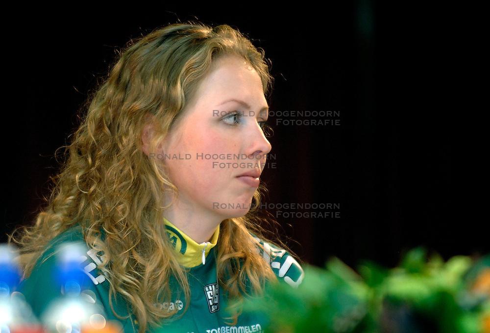 08-03-2006 WIELRENNEN: TEAMPRESENTATIE AA CYCLINGTEAM: ALPHEN AAN DE RIJN<br /> Josephine Groeneveld<br /> Copyrights: WWW.FOTOHOOGENDOORN.NL